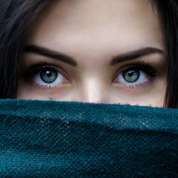 Sobrancelha postiça ou prótese de sobrancelha para restaurar o seu olhar
