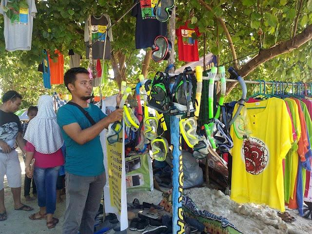Sampah Laut Ganggu Aktivitas Snorkeling Wisatawan di Pulau Angsoduo