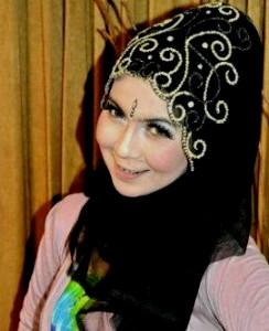 Memilih Hijab pesta
