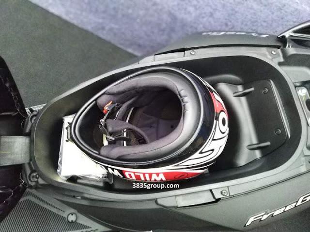 Bagasi Yamaha FreeGo 125 Luas Helm Full Face bisa di Masuk