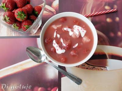 Zupa truskawkowa z domową zacierką
