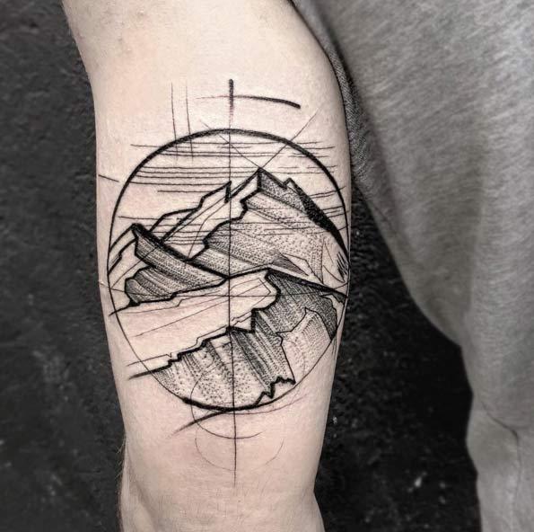 vemos un tatuaje estilo boceto