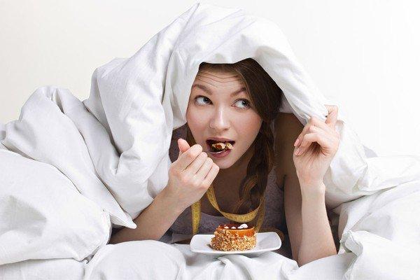 có nên ăn khuya khi đang mang thai?