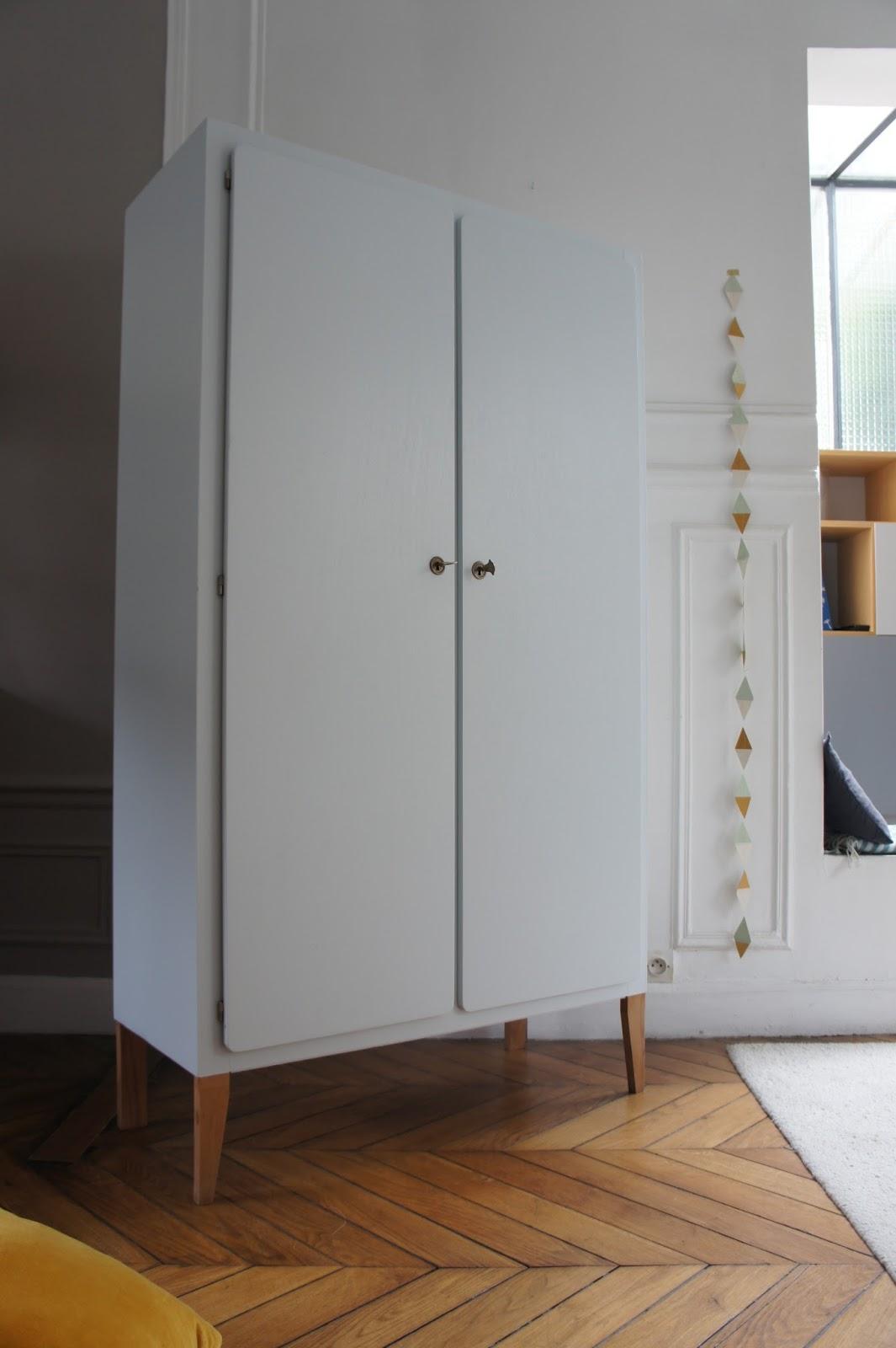 atelier petit toit l 39 armoire pieds compas de roman. Black Bedroom Furniture Sets. Home Design Ideas