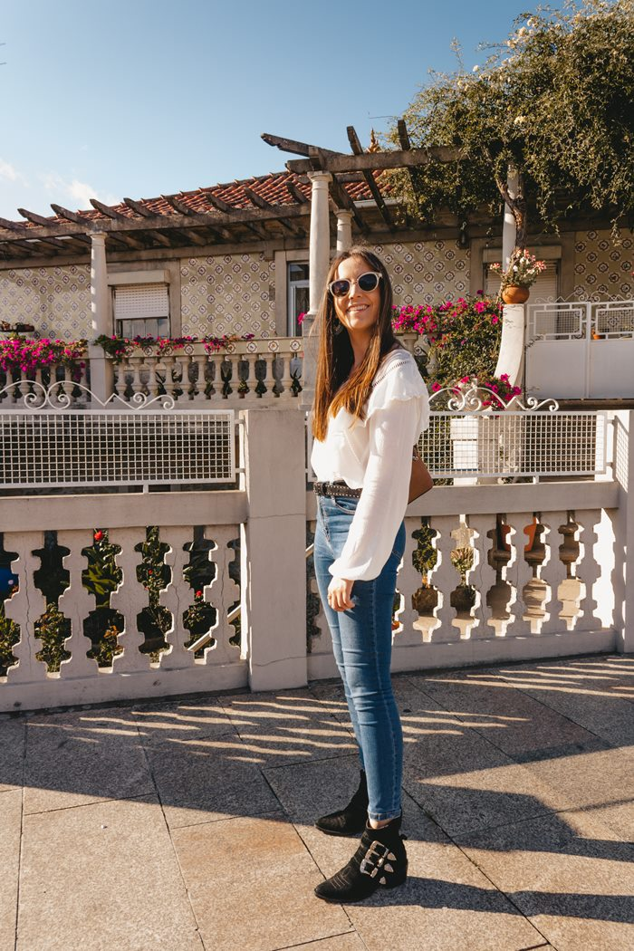 white shirt skinny jeans ankle boots outfit