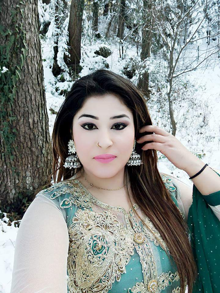 Pashto world: Pashto Actress & Dancer Muneeba Shah New Hot