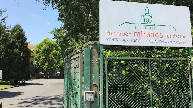 Acceso a la residencia de ancianos de la Fundación Miranda