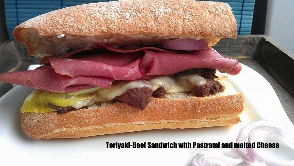 Teriyaki-Beef Sandwich mit geschmolzenem Käse und Pastrami
