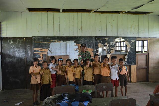 Satgas Yonif 406/Candra Kusuma di Papua Angkat Anak Asuh