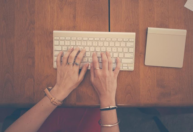 10 Tips To Choose The Best Content Writer For Your Business Blog
