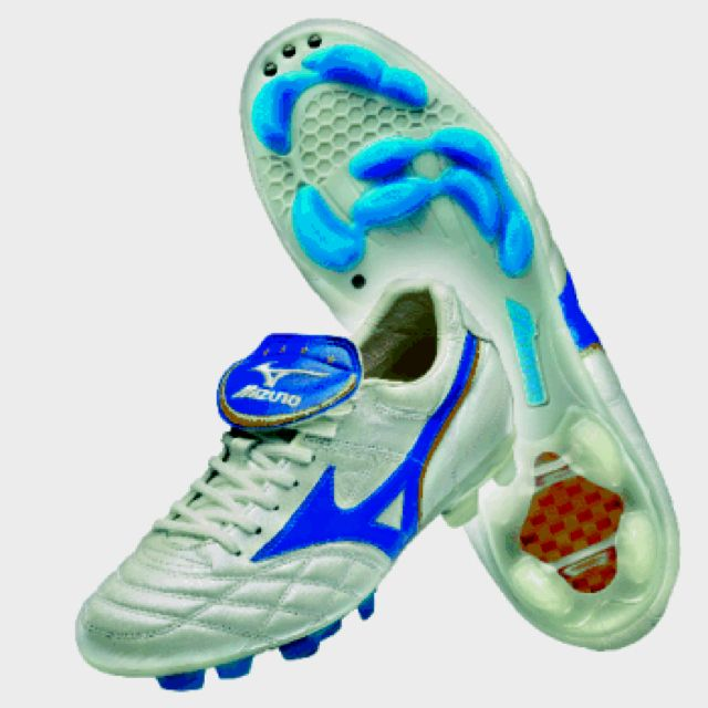3fa88178c40e Original boots. Just as the cleat worn by Rivaldo 16 years ago, the Mizuno  Wave Cup 2002 World Cup 2018 remake ...