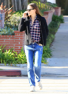 Jennifer Garner Out In Los Angeles