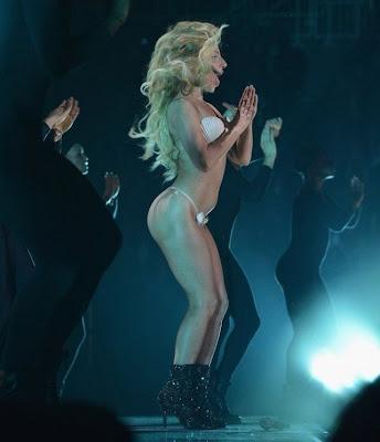Lady Gaga se presentó en ropa interior