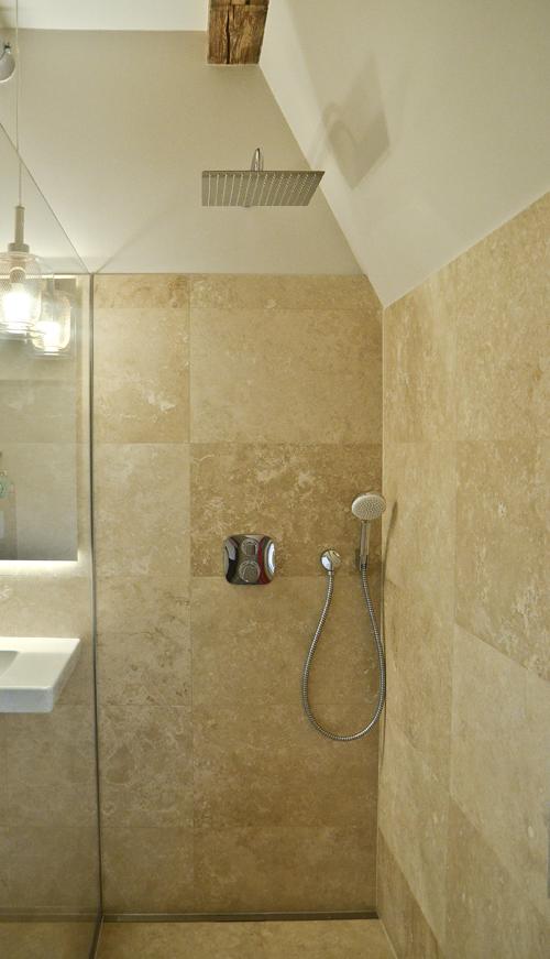 szyba prysznica bez wzmocnienia górnego