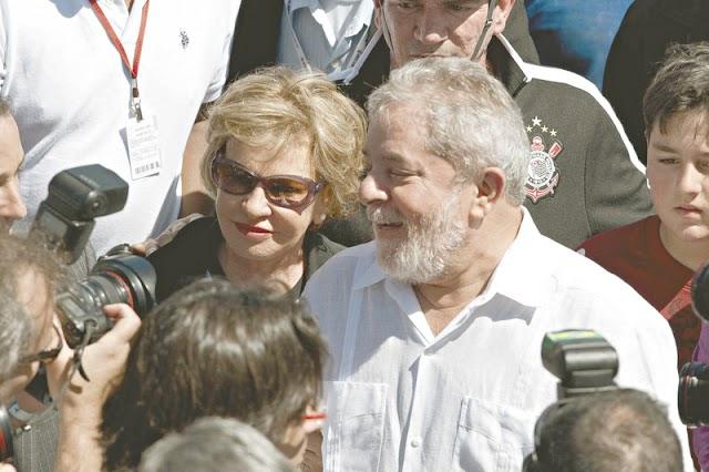 Ex-primeira dama Marisa Letícia sofre AVC e é internada em São Paulo