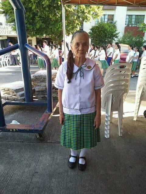 79-year-old grandma completes junior high school