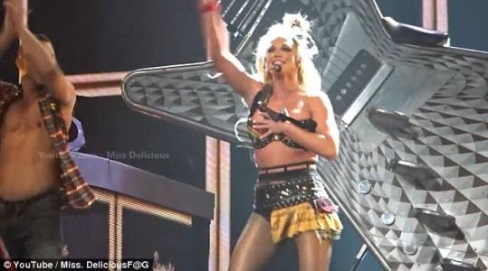 Britney Spears almost suffers wardrobe malfunction as bra rips open on stage (Photos)