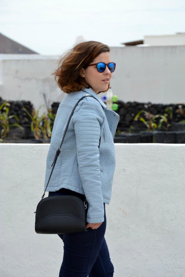 look_cazadora_azul_bebe_celeste_zapatos_cordones_zara_lolalolailo_04