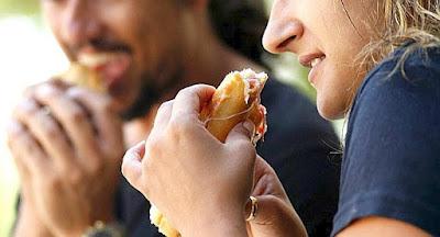 ¿Comes en lugares públicos?