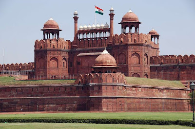 http://www.traveltipsk.com/2018/12/red-fort-new-delhi-india.html