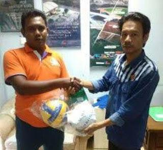 Komunitas Minang Batam Terima Bantuan Peralatan Olahraga dari Pemko Batam