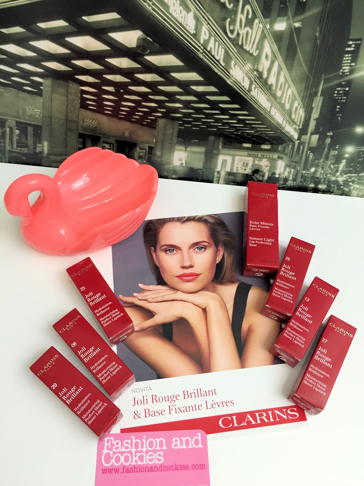 Clarins Joli Rouge Brillant rossetto e trattamento di bellezza per le labbra, base fissante per labbra review e swatches su Fashion and Cookies beauty blog, beauty blogger