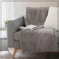 http://www.maisonsdumonde.com/FR/fr/produits/fiche/jete-en-fausse-fourrure-grise-130-x-170-cm-adaline-158986.htm