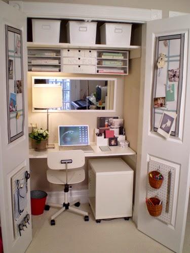disponer de una pequea oficina en casa es aprovechar un armario empotrado para colocar una tabla que haga las veces de with diseo oficinas pequeas