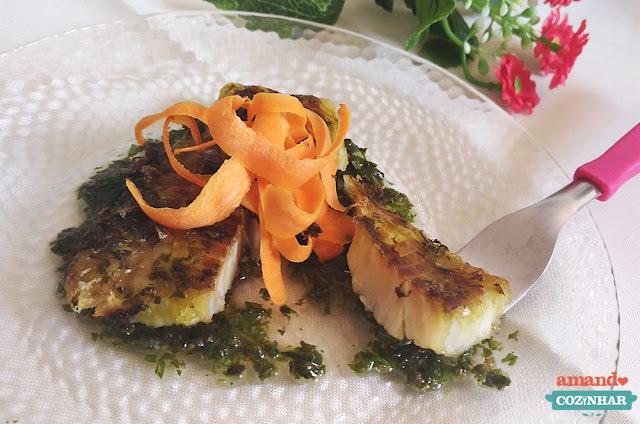peixe assado pesto de manjericão