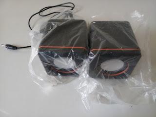 2.0 multimedia speaker unboxing
