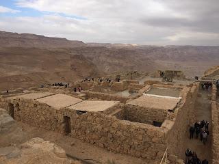 Imagen de las ruinas de Masada con las montañas de Judea de fondo
