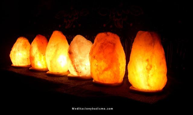 Razones por las que debes tener lámparas de sal en casa