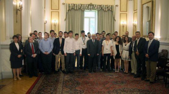 Π. Παυλόπουλος: Απάντηση σε Μπαλτά, Φίλη «Η αριστεία όχι μόνον δεν παραβιάζει την αρχή της ισότητας αλλά την αναδεικνύει»