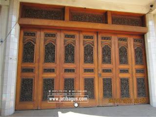 Pintu gerbang ukiran klasik