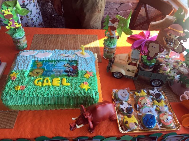tarta de cumpleaños con animales de la selva