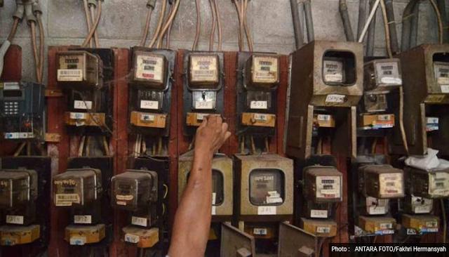 Pelanggan listrik daya 900 VA bakal kembali merasakan kenaikan tarif pada Juli 2017. Sebab, PT PLN menyatakan bakal kembali melakukan penyesuaian tarif bagi pelanggan 900 VA non subsidi Juli 2017.