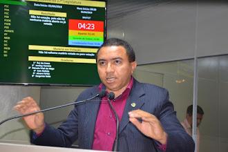 Alexandre requer da UFCG medidas contra censura religiosa e vereadores vão à justiça contra prática