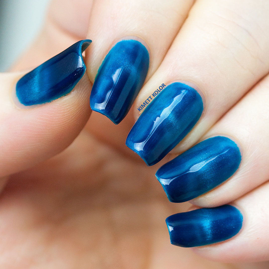 blue magnetic soak off gel polish swatch