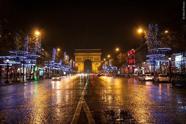 Campi Elisi ed Arco di Trionfo di notte-Parigi