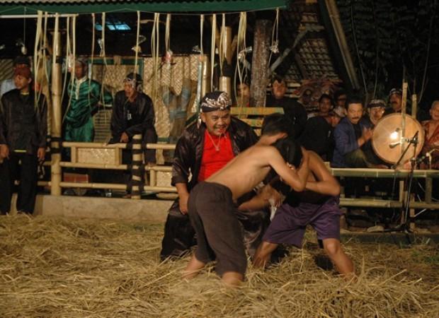 Seni Tradisional Gulat Benjang Dari Ujungberung Bandung