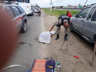 Ciclista morre após ser atingido por caminhão guincho em rodovia da Paraíba