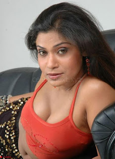 Bollywood Unseen Cleavages Huge Boobs Sexy Tits WOW Must see Bollywood Hot Pics
