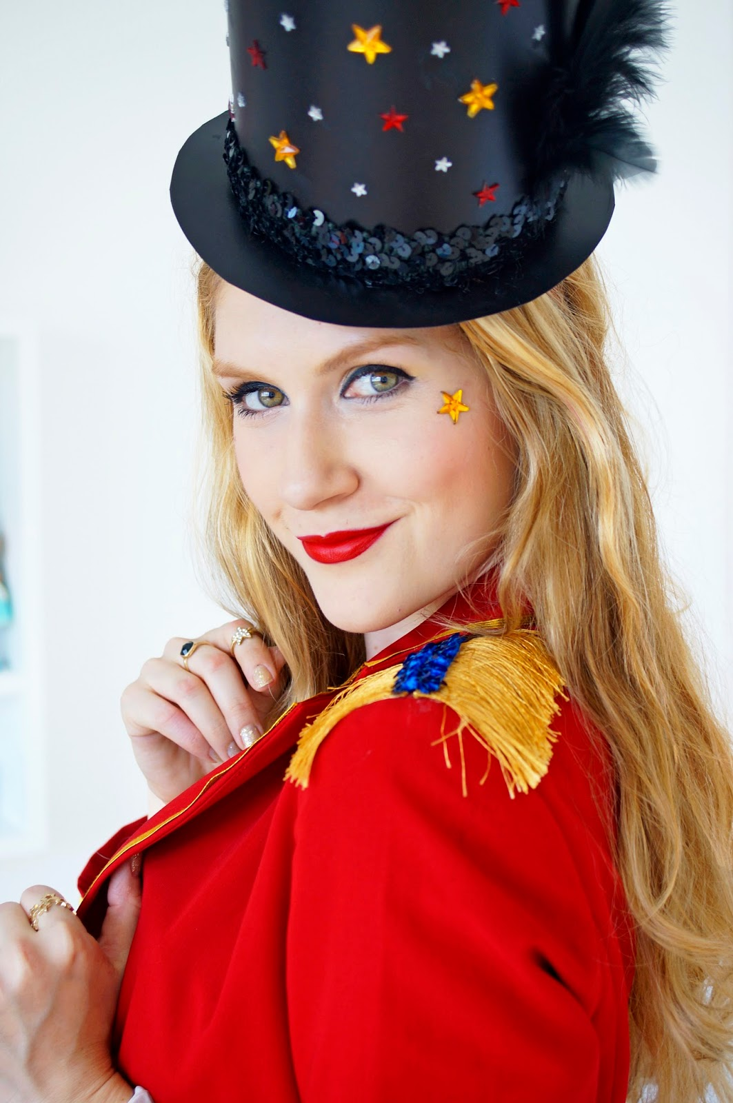 Super cute Lion Tamer costume! Full tutorial on the blog.