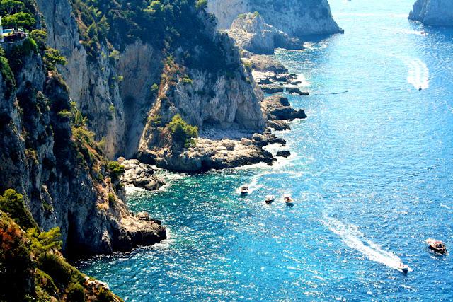 mare, acqua, barche, costa, scogli. isola di Capri