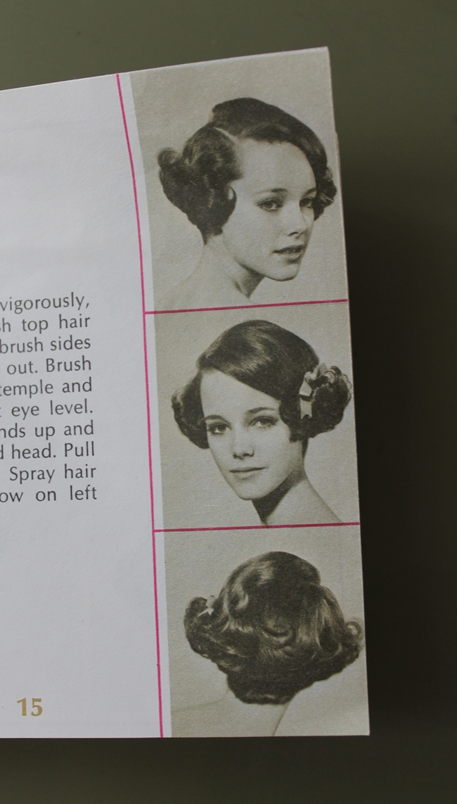 quick and easy 1930s style hot roller hair style for flapper gatsby look