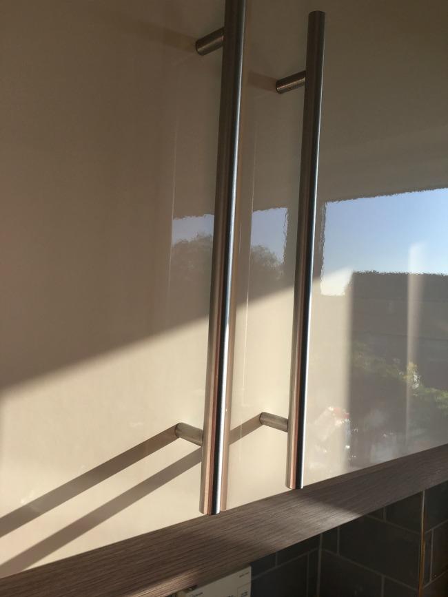shiny-gloss-kitchen-unit-door
