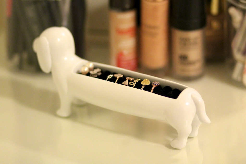 buynow/bloglater: The Sausage Dog Ring Holder