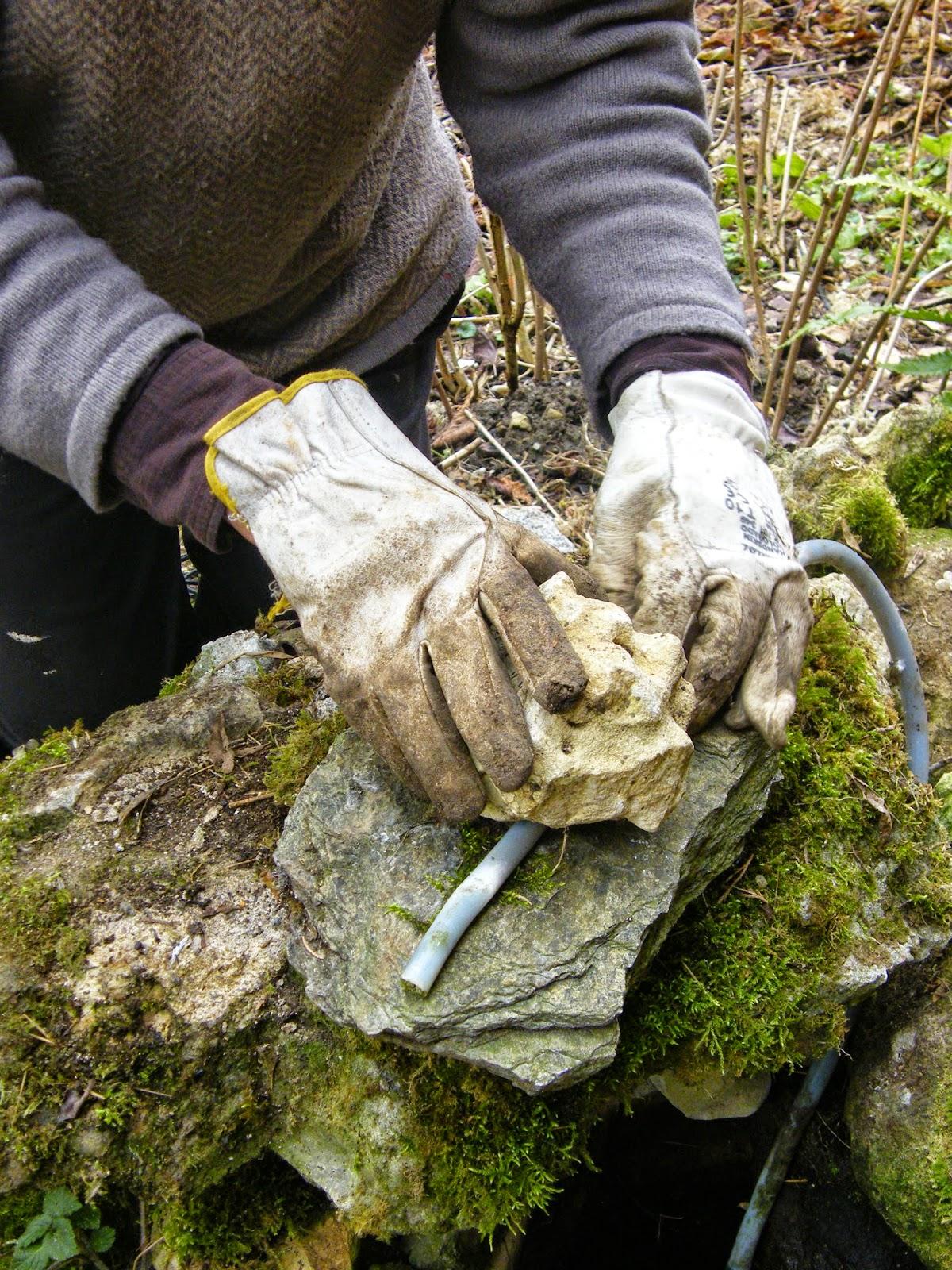 Faire Une Cascade Sans Pompe au gr� du jardin: coup de pompe