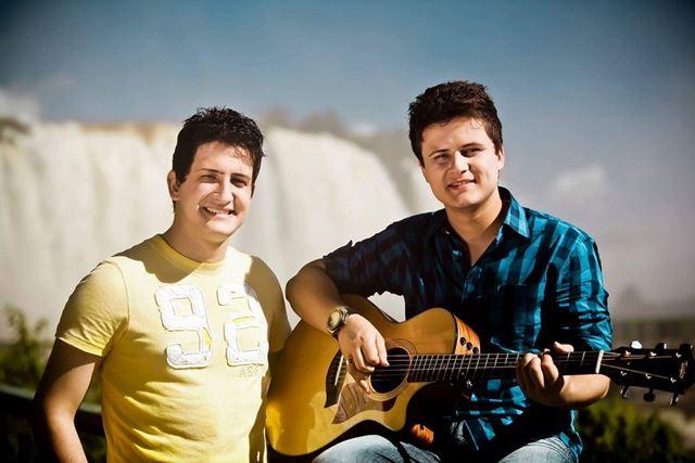 Os irmãos André e Felipe desde crianças congregam na Igreja Assembleia de Deus
