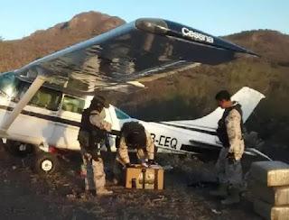 Aseguran avioneta con media tonelada de mariguana en Ensenada Baja California